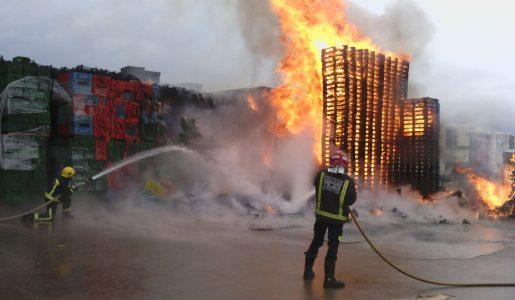 Arde un almacén de frutas en Puerto Lumbreras